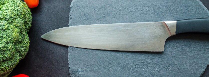 Jak wybrać nóż kuchenny? Opisujemy noże niezastąpione w każdej kuchni