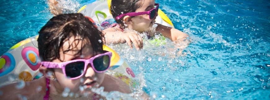 Jak odpowiednio zadbać o wodę basenową?