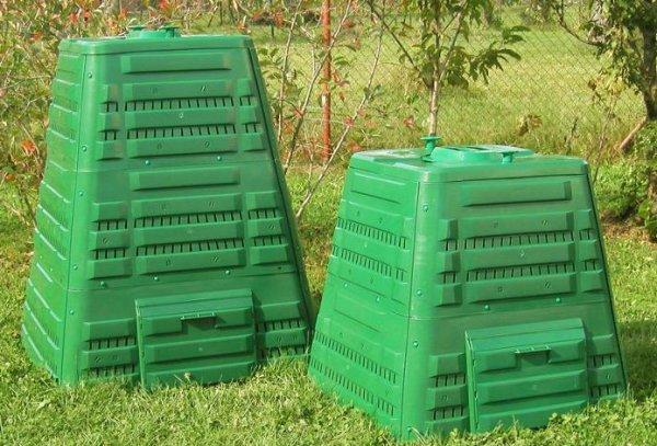 kompostowniki plastikowe w ogrodzie